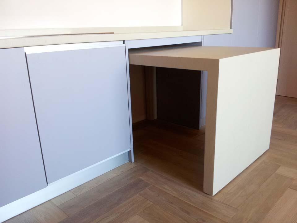 Cucina in resina e tavolo a scomparsa la bottega del falegnamela bottega del falegname - Cucina tavolo estraibile ...