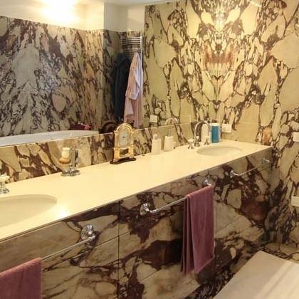 Bagno con rivestimento in marmo - La bottega del falegnameLa bottega del falegname